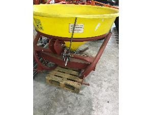 Offers Mounted Fertiliser Spreader Sanz abonadora 600 litros used
