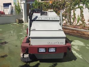 Verkauf von Kehrmaschinen mit Fahrer PowerBoss tss 82 gebrauchten Landmaschinen