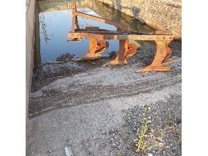 Offerte Aratri di Versoio e discariche ZEREP arado trisurco usato