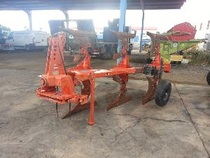 Buy Online Mouldboard Ploughs Kuhn master 100-3  second hand