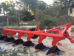 Sales Mouldboard Ploughs Loeches  Used