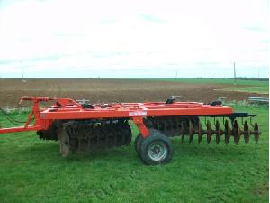 Offers Disc harrows QUIVOGNE apx tl 32 used