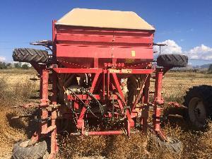 Venta de Sembradoras neumáticas KVNERLAND sembradora neumatica reja 5 metros usados