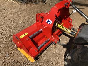 Venta de Trituradoras JGN th 1600 con puerta trasera hidraulica usados