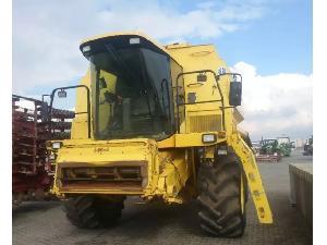 Récolte de céréales New Holland TX68