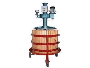 Verkauf von Weinpresse INVIA prensa hidrÁulica gebrauchten Landmaschinen