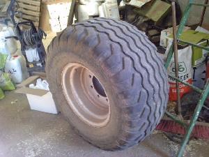 Verkauf von Kameras, Reifen und Räder Unbekannt 800/55 r20 gebrauchten Landmaschinen