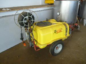 Comprar on-line Pulverizador montado tractor Atasa cuba arrastrada em Segunda Mão