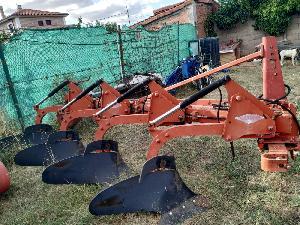Ofertas Arado de aiveca e grade Kuhn arado 4 cuerpos suspendido De Segunda Mão