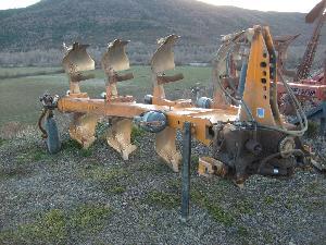 Venda de Arado de aiveca e grade Kuhn arado rlm 4nsh usados