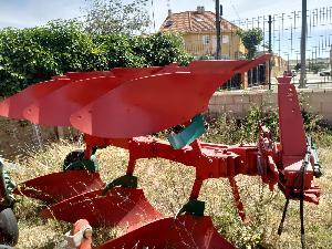 Ofertas Arado de aiveca e grade Kverneland arado reversible modelo vd De Segunda Mão
