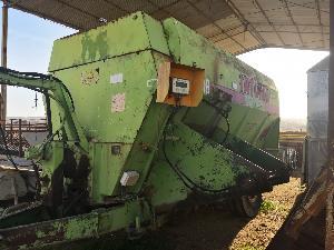Venda de Misturadora automotor vertical Tatoma mcp-08 picadora de paja usados