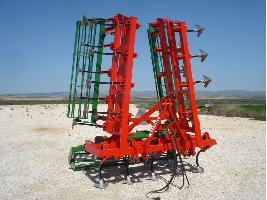 Cultivadores grandes con plegado hidráulico especial Larrosa
