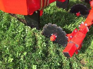 Subsolador GRASS-TILLER con rueda cortadora