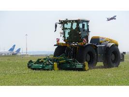 Lo mejor de ventas: tractores XERION operando en el aeropuerto de Viena