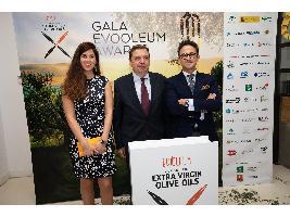 Kubota patrocina los premios internacionales de aceite de oliva vírgen extra, Evooleum Awards.