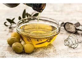 Luis Planas destaca el buen comportamiento del sector del aceite de oliva